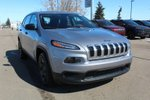 This Silver 4 door Sport SUV features  a 9 Spd Automatic transmission, a  2.4L  I 4 engine, and has 16 kilometres on it.