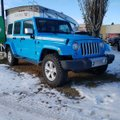 This Blue 4 door Sahara 4x4 SUV features a Black interior a 5 Spd Automatic transmission, a  3.6L  V 6 engine, and has 500 kilometres on it.