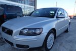 This Silver 4 door T5 Sedan features a Gray interior a 5 Spd Automatic transmission, a  NoneL  I 5 engine, and has 118047 kilometres on it.