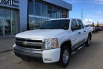 This White 4 door LT 4x4 Crew Cab 5.75 ft. box 143.5 in. WB Pickup features  a 4 Spd Automatic transmission, a  5.3L  V 8 engine, and has 89488 kilometres on it.