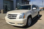 This White 4 door Base SUV features  a 6 Spd Automatic transmission, a  6.2L  V 8 engine, and has 105347 kilometres on it.