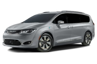 2017 Chrysler PACIFICA HYBRID in Moose Jaw, Saskatchewan