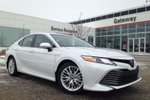 This White 4 door XLE 4dr Sedan Hybrid, Sunroof, Heads Up Display, Backup Cam, Entune 3.0 Sedan features a Black interior a CVT transmission, a  2.5L  I 4 engine, and has 0 kilometres on it.