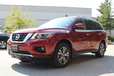 2017 Nissan Pathfinder in Surrey, British Columbia