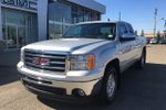 This Silver 4 door SLE Pickup features  a Automatic transmission, a  4.8L  V 8 engine, and has 59463 kilometres on it.