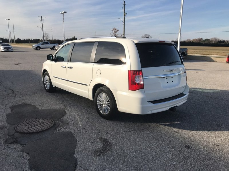 2013 Chrysler Town & Country for sale in Leamington, Ontario