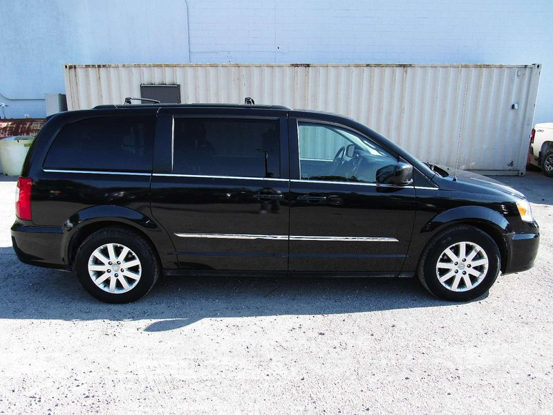 2015 Chrysler Town & Country for sale in Midland, Ontario