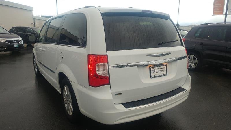 2016 Chrysler Town & Country for sale in Courtenay, British Columbia