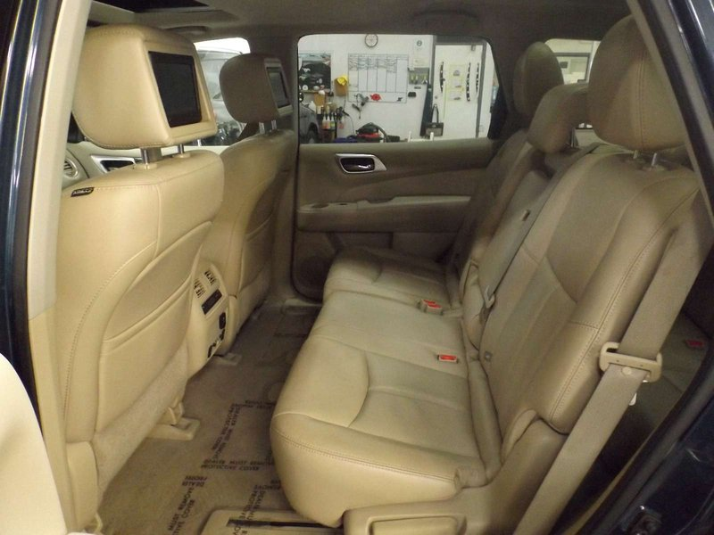 2014 Nissan Pathfinder for sale in Calgary, Alberta