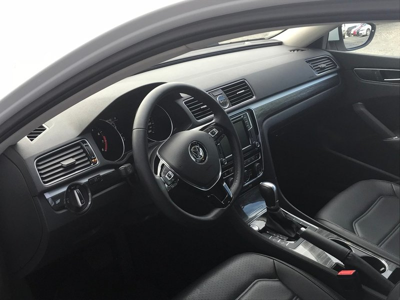 2017 Volkswagen Passat for sale in Hamilton, Ontario