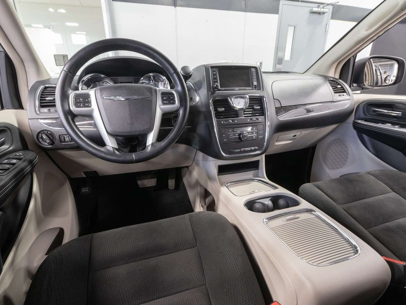 2015 Chrysler Town & Country for sale in Kelowna, British Columbia