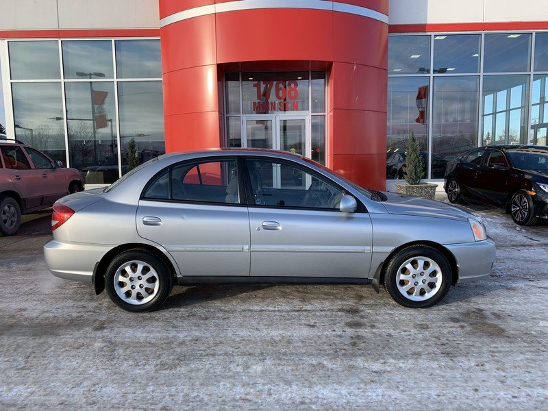 2003 Kia Rio for sale in Moose Jaw, Saskatchewan