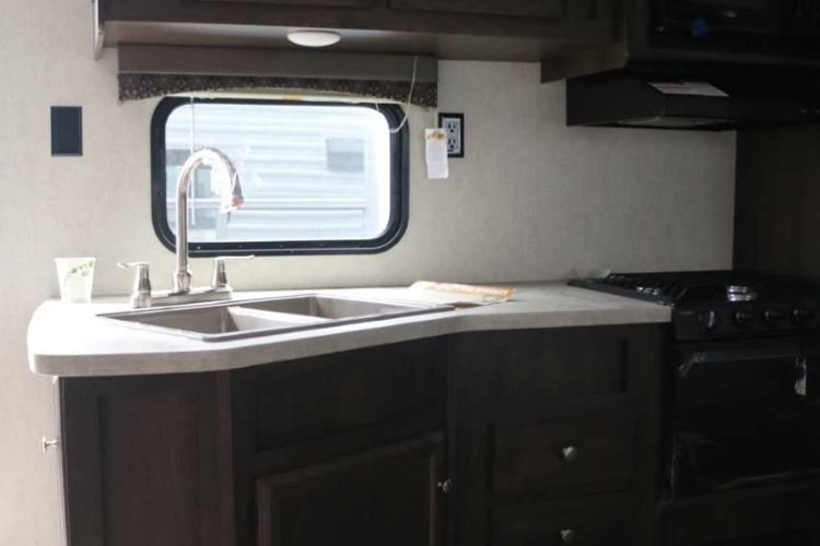 2019 Starcraft AUTUMN RIDGE OUTFITTER 26BHS Only $125 biweekly OAC. New travel trailer, sleeps 10, with bunk beds!  for sale in Leduc, Alberta