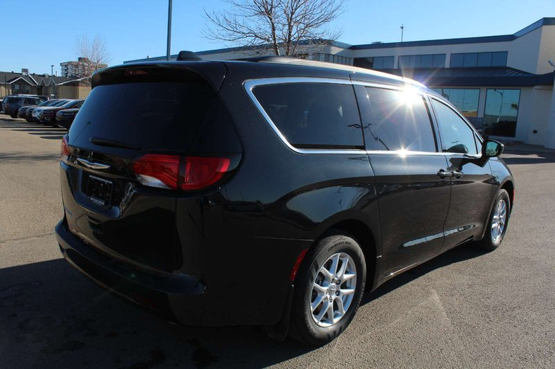2017 Chrysler Pacifica for sale in Edmonton, Alberta
