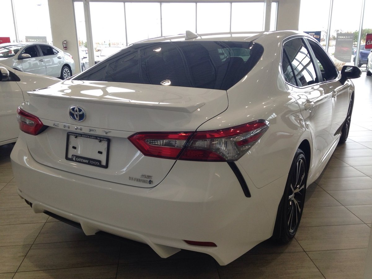 2018 Toyota Camry Hybrid for sale in Edmonton, Alberta
