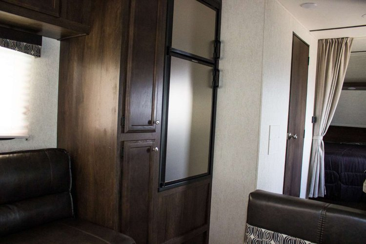 2019 Starcraft AUTUMN RIDGE OUTFITTER 21FB Only $111 biweekly OAC. New travel trailer, sleeps 5!  for sale in Leduc, Alberta