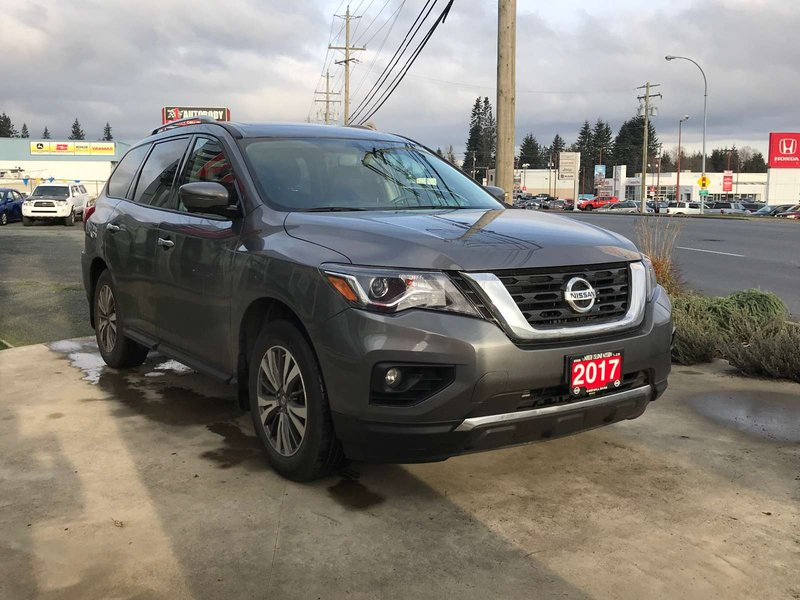 2017 Nissan Pathfinder for sale in Campbell River, British Columbia
