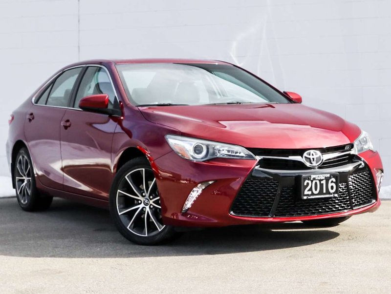 2016 Toyota Camry for sale in Penticton, British Columbia
