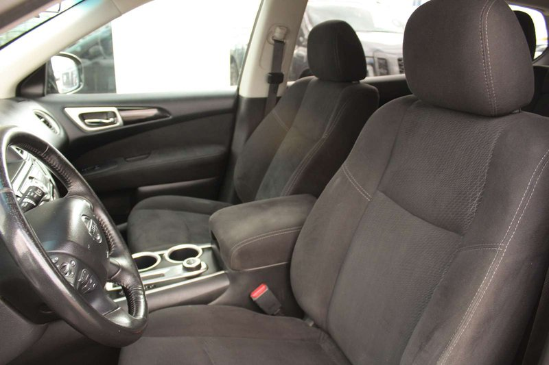 2014 Nissan Pathfinder for sale in Edmonton, Alberta