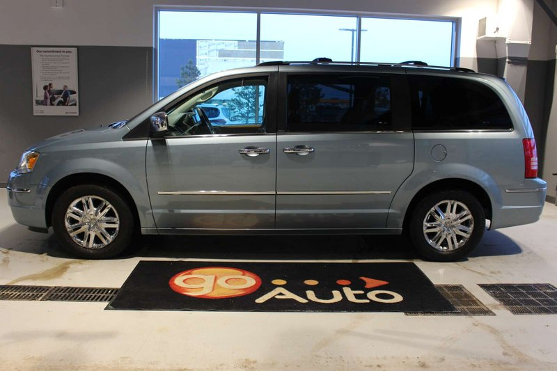 2010 Chrysler Town & Country for sale in Spruce Grove, Alberta
