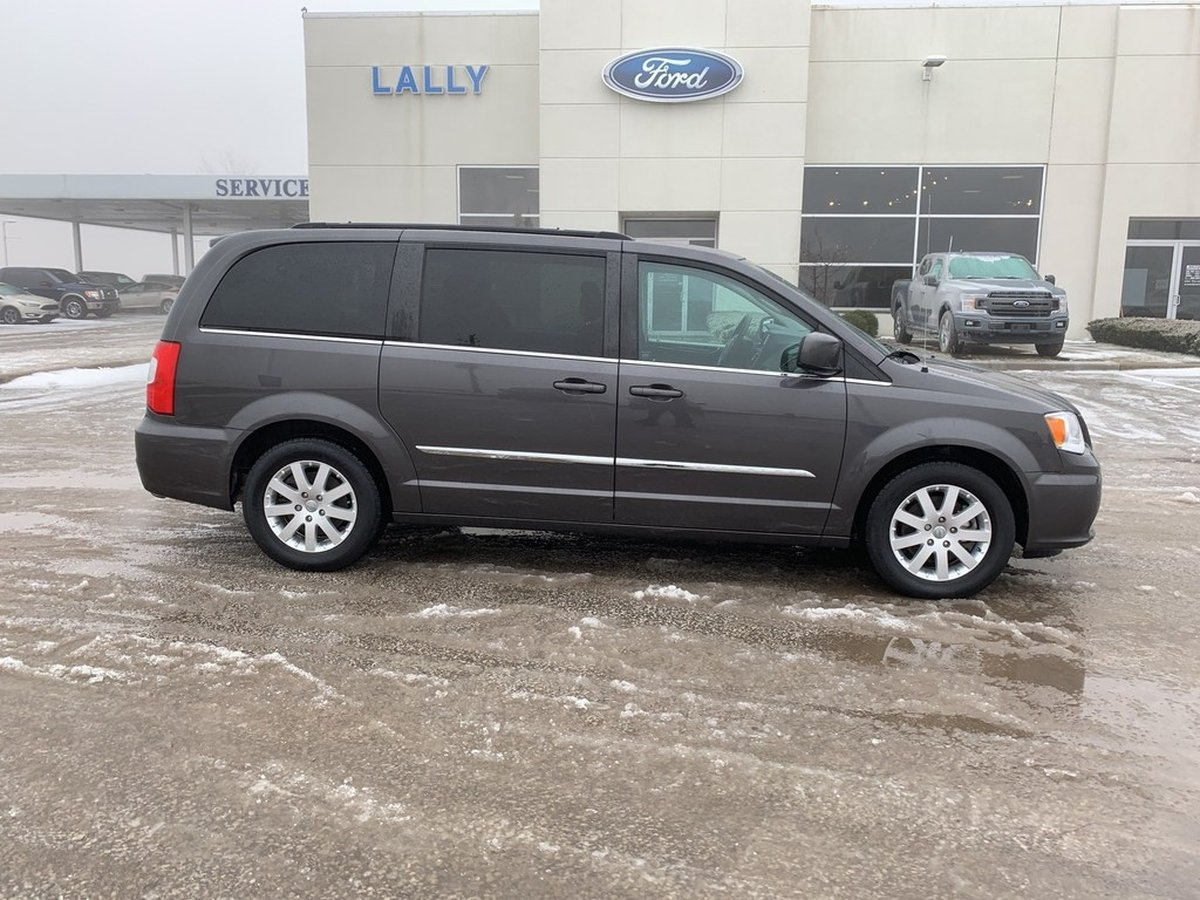 Chrysler Town And Country For Sale >> 2015 Chrysler Town Country For Sale In Leamington