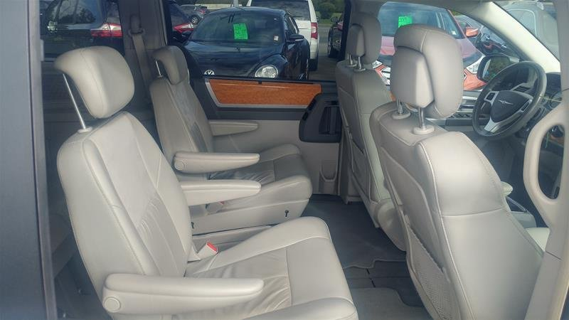 2010 Chrysler Town & Country for sale in Courtenay, British Columbia