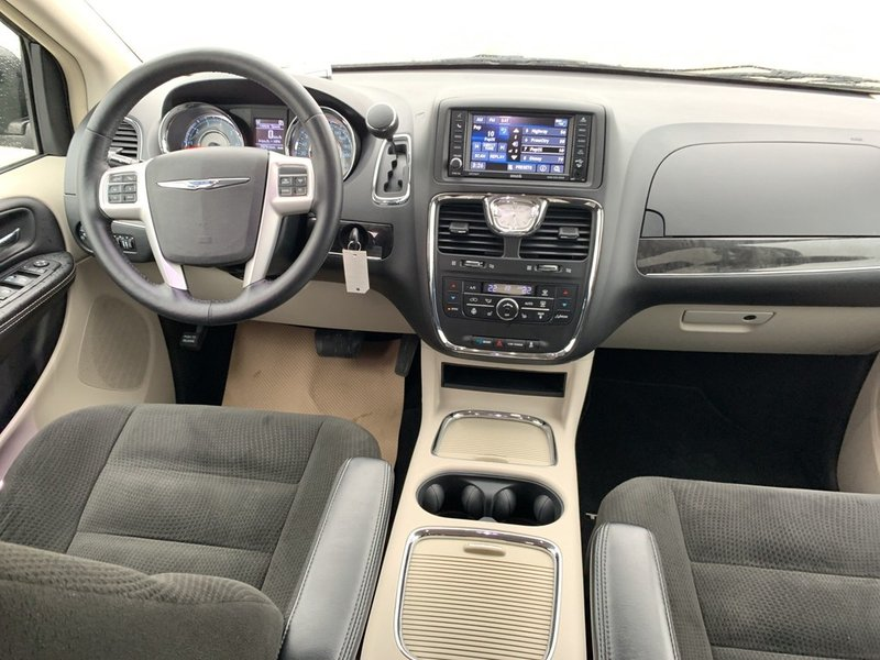 2015 Chrysler Town & Country for sale in Leamington, Ontario