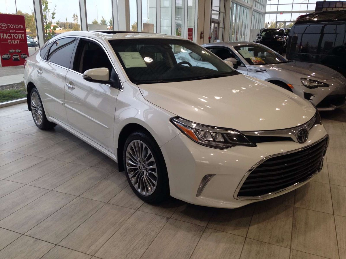 en toyota in limited split avalon news a review two drive hybrid first steering motor flagship wheel